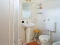Un bagno di una stanza